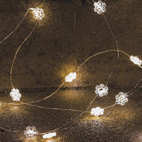 sirius schneeflocken lichterkette nynne 40 warmwei e led schneeflocken metallkabel. Black Bedroom Furniture Sets. Home Design Ideas