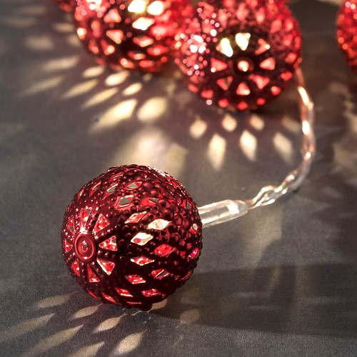 konstsmide led kugel lichterkette 10 rote led metallkugeln warmwei batteriebetrieben. Black Bedroom Furniture Sets. Home Design Ideas