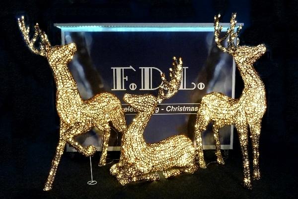 fdl 3d led acryl schmuckfigur stehendes rentier warmwei e led glitzereffekt twinkle. Black Bedroom Furniture Sets. Home Design Ideas