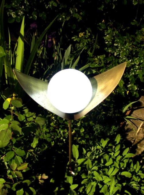 Kunstschmiede Weihnachtsbeleuchtung.Kunstschmiede Solarleuchte Lichtblüte Regina Messing Schmiedebronze